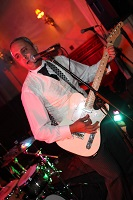 IAC Solo Covers Band in Buckinghamshire